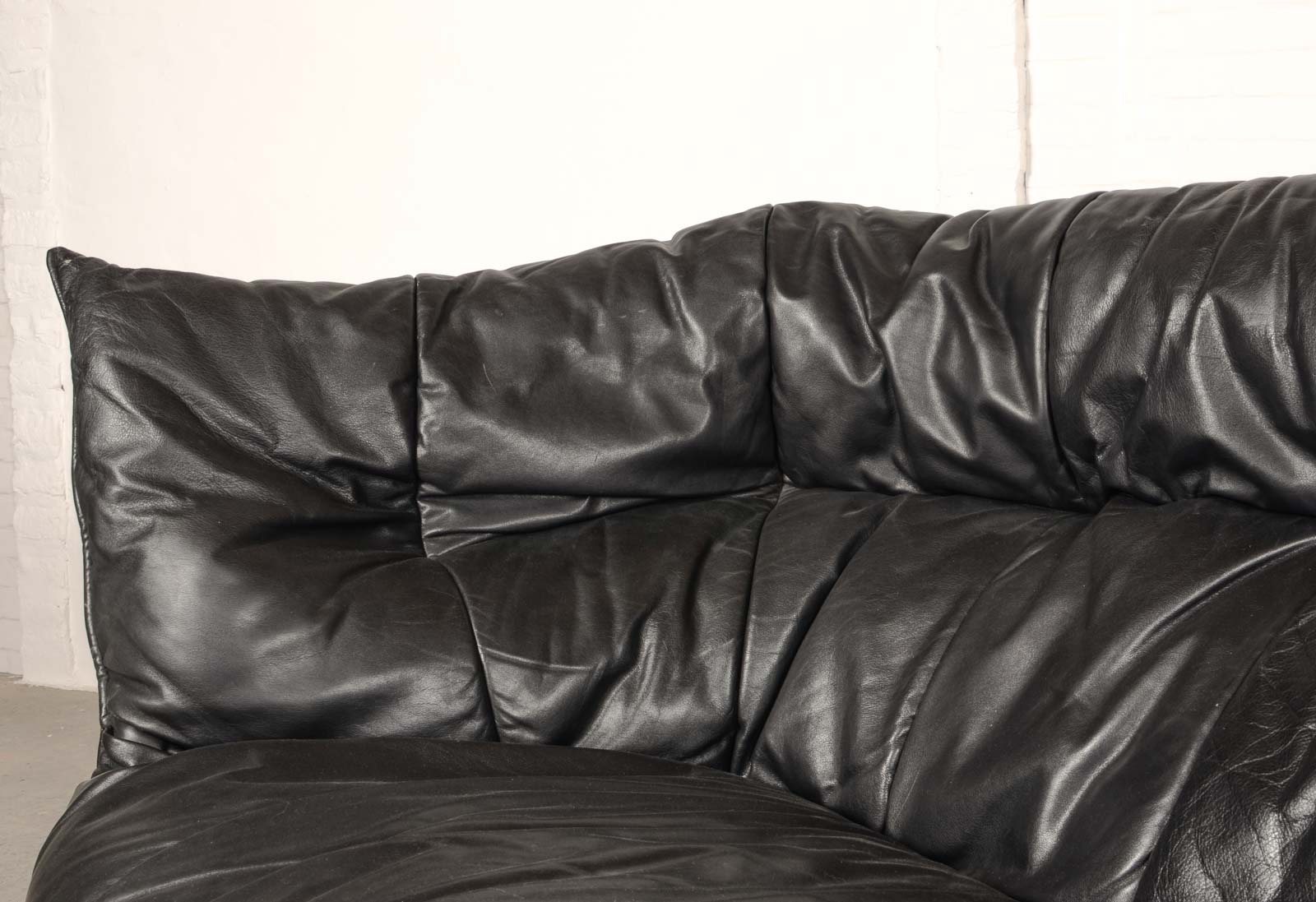 Mid-Century Modern Pair Of Black Leather Soft Shell Sofas For Ligne Roset