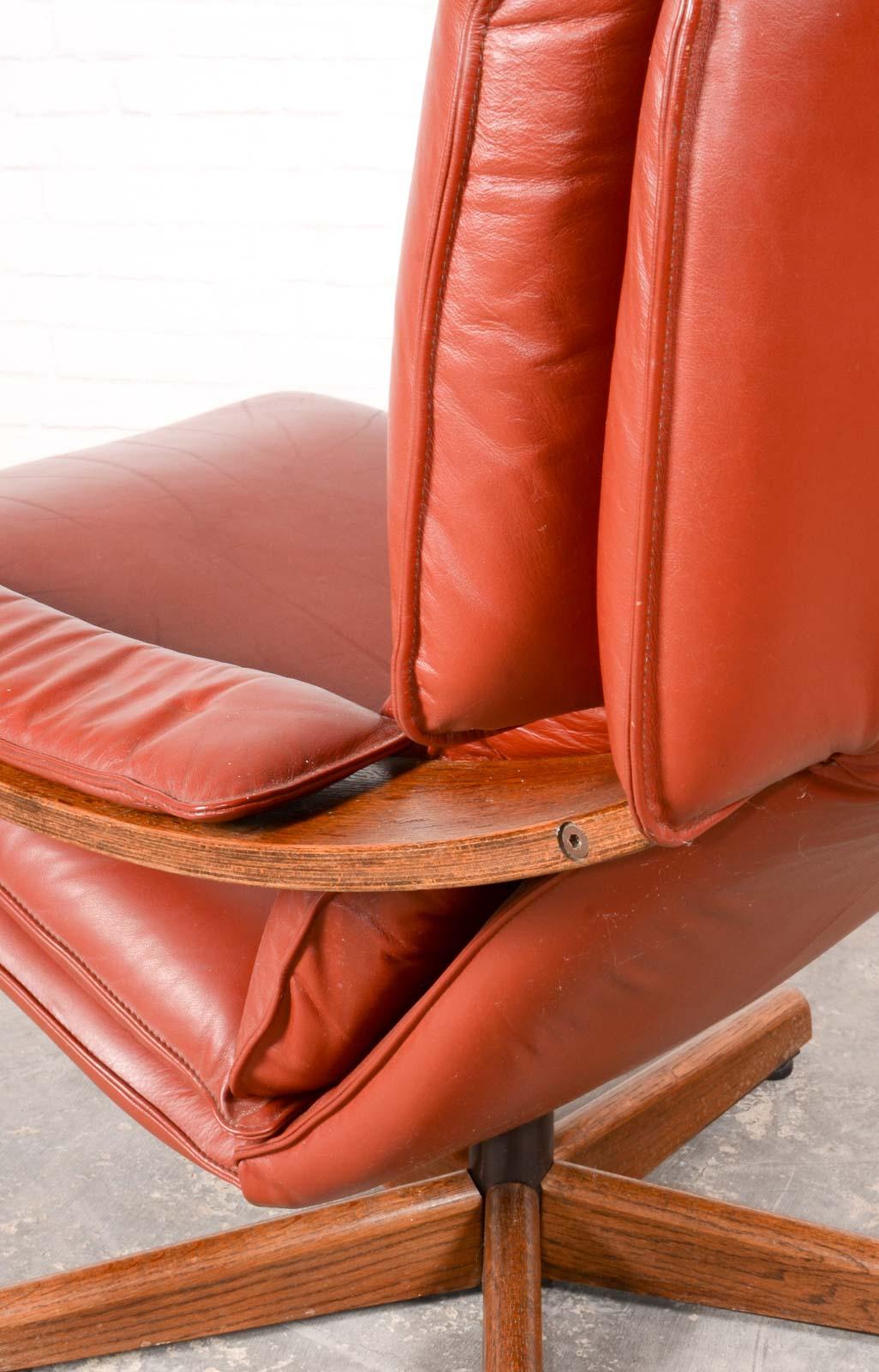 Majestic Mid Century Scandinavian Swivel Relax Lounge