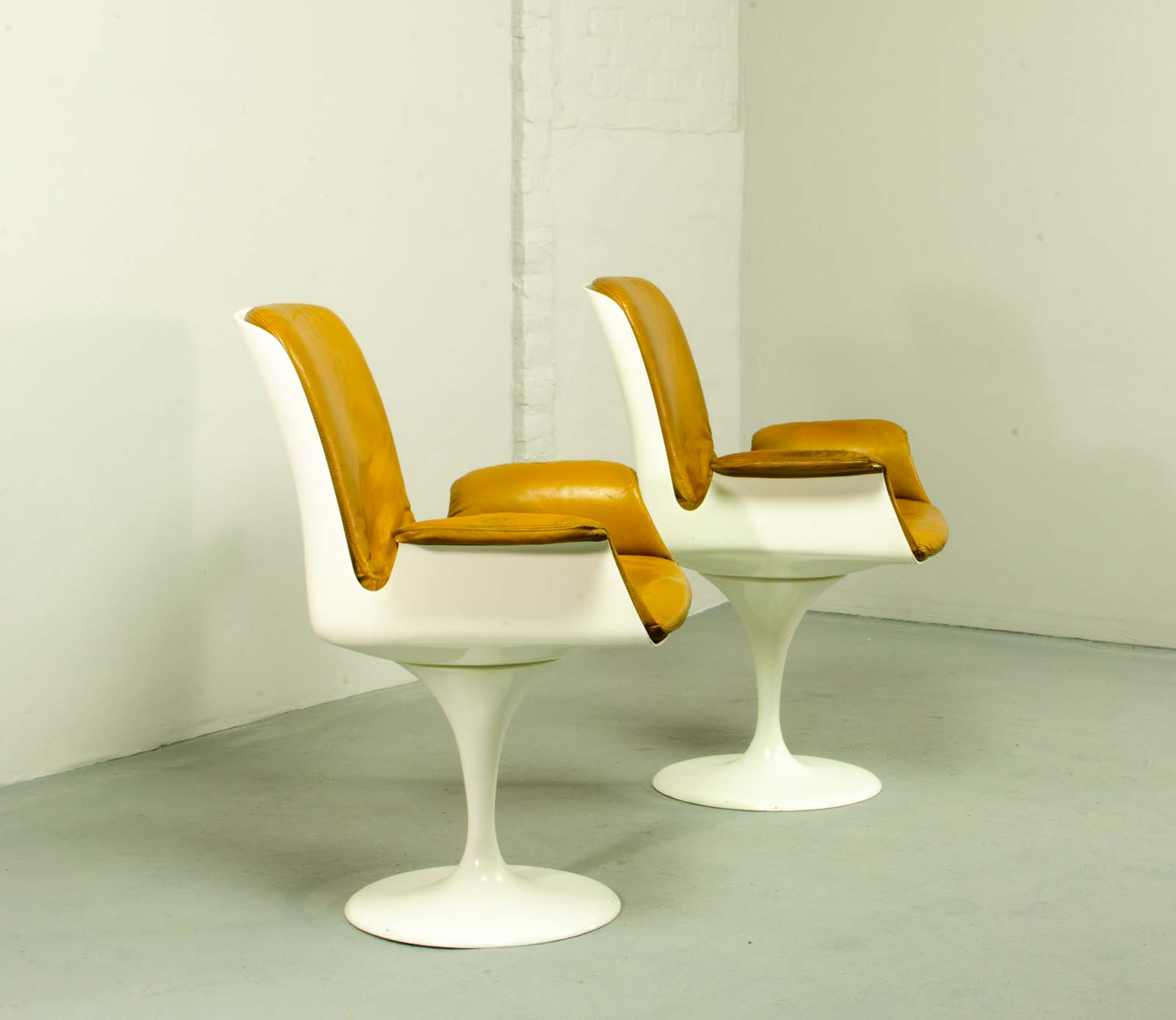 MidCentury Tulip Swivel Chairs with Armrests in Style of Eero