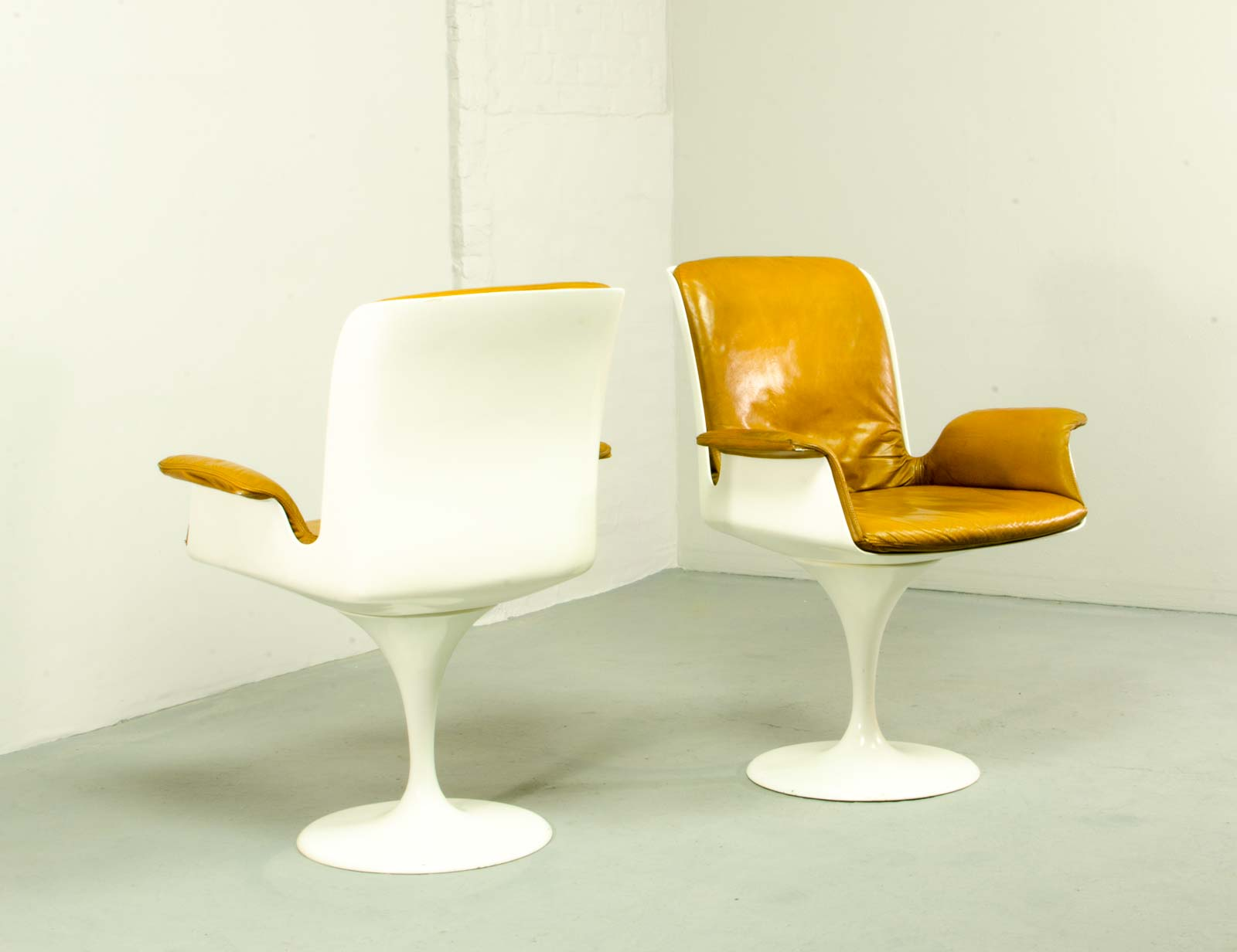 Mid Century Tulip Swivel Chairs with Armrests in Style of Eero