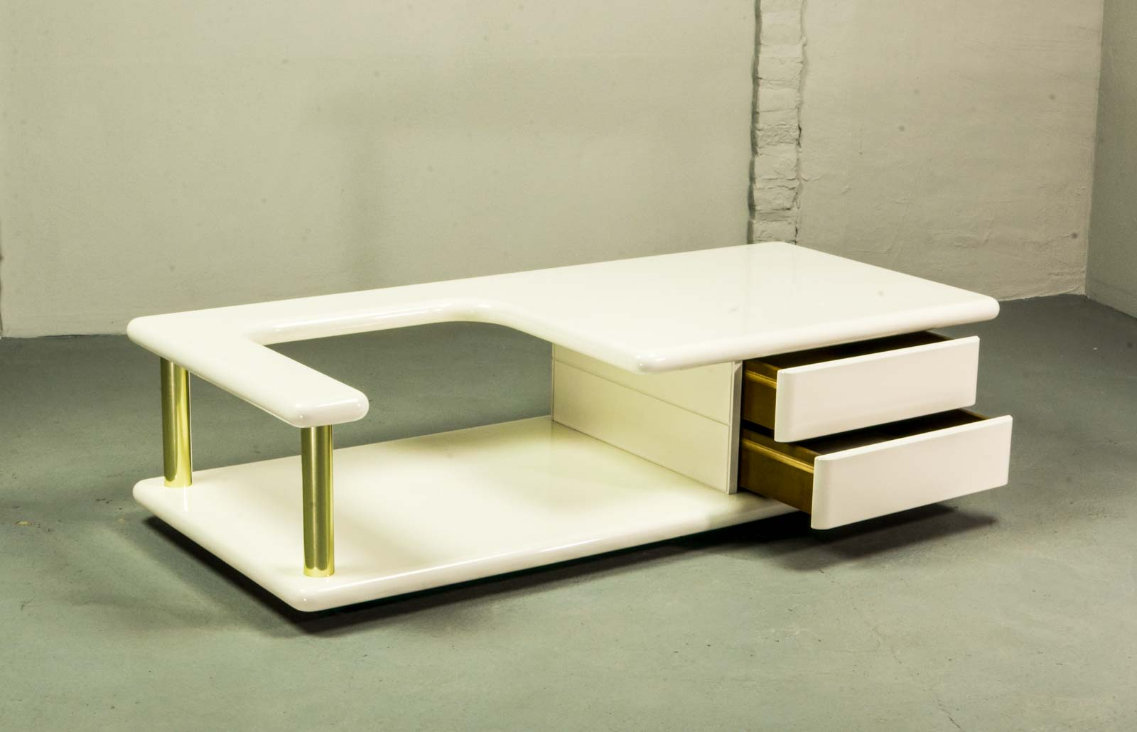 Exclusive mid century italian brass and white gloss lacquered exclusive mid  century italian brass and white