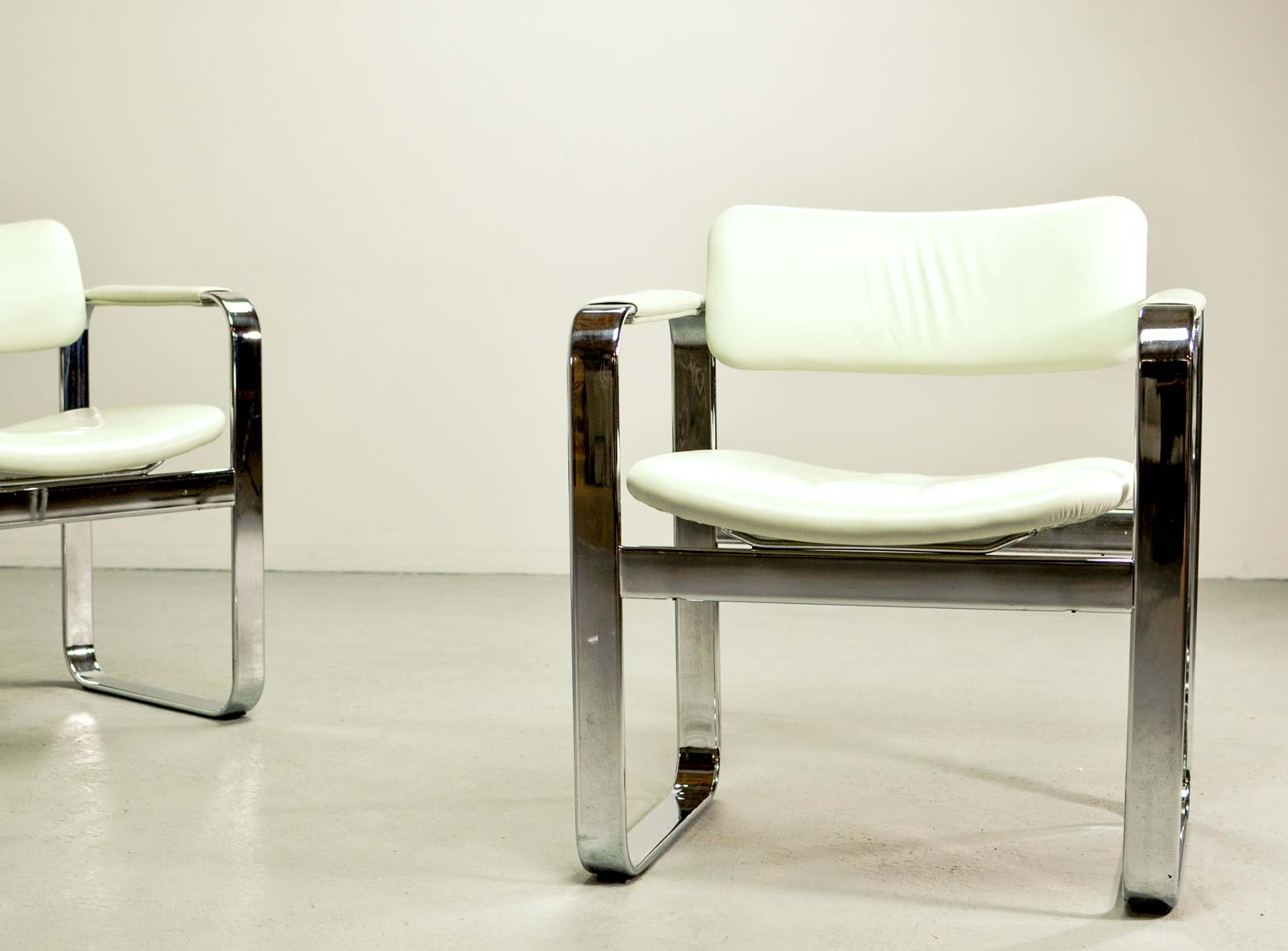 Mid Century Chromed Steel Executive Armchairs By Eero Aarnio For Mobel  Italia Hpvintage.com