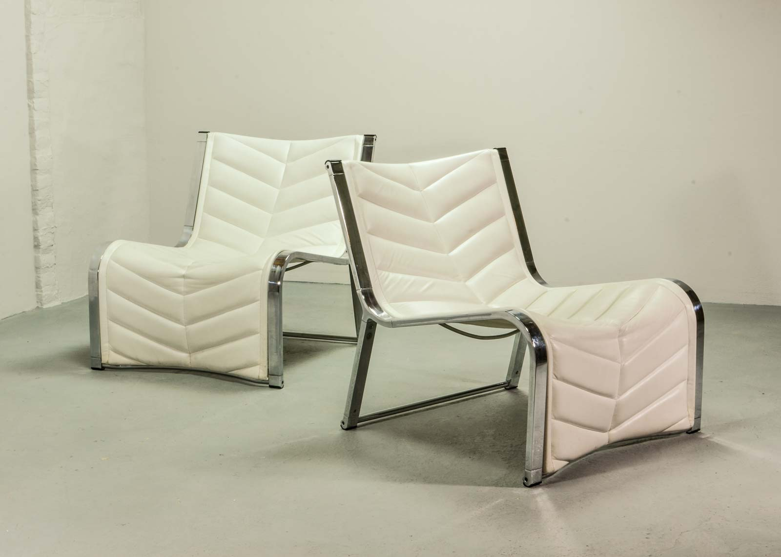 Luxurious Set Of Chrome And White Leather Lounge Chairs By Rossi De  Albizzate