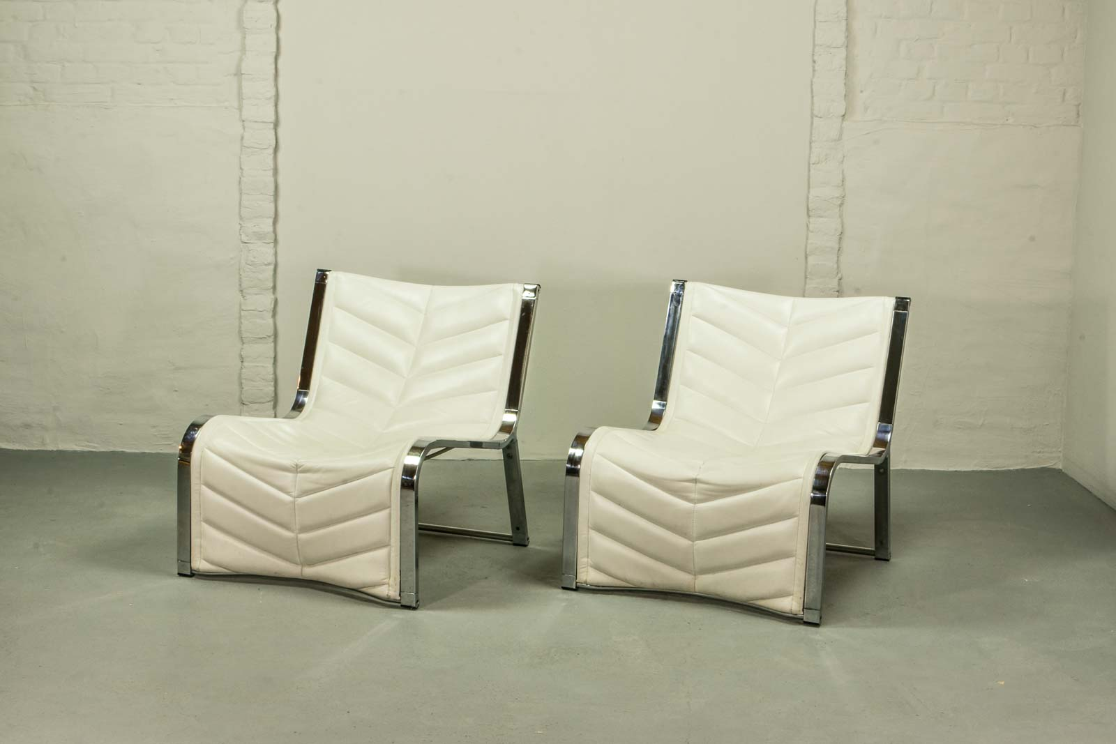 Luxurious Set of Chrome and White Leather Lounge Chairs by Rossi de ...