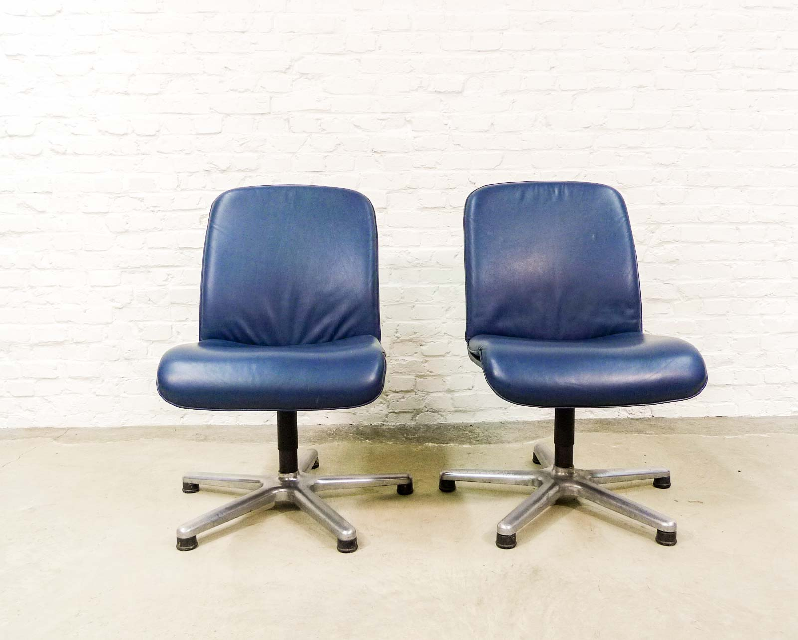 Charmant Mid Century Ocean Blue Leather Executive Chairs By Sitag, Switzerland
