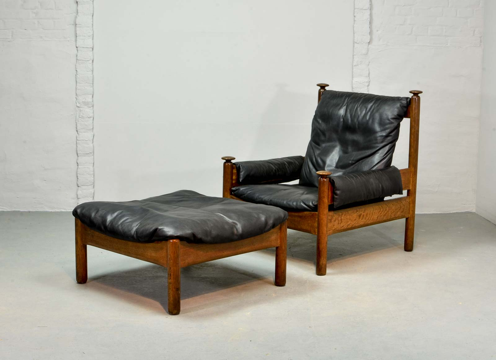 sturdy mid century black leather scandinavian lounge chair with