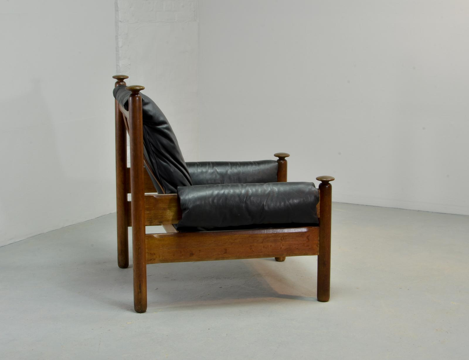 Sturdy Mid Century Black Leather Scandinavian Lounge Chair