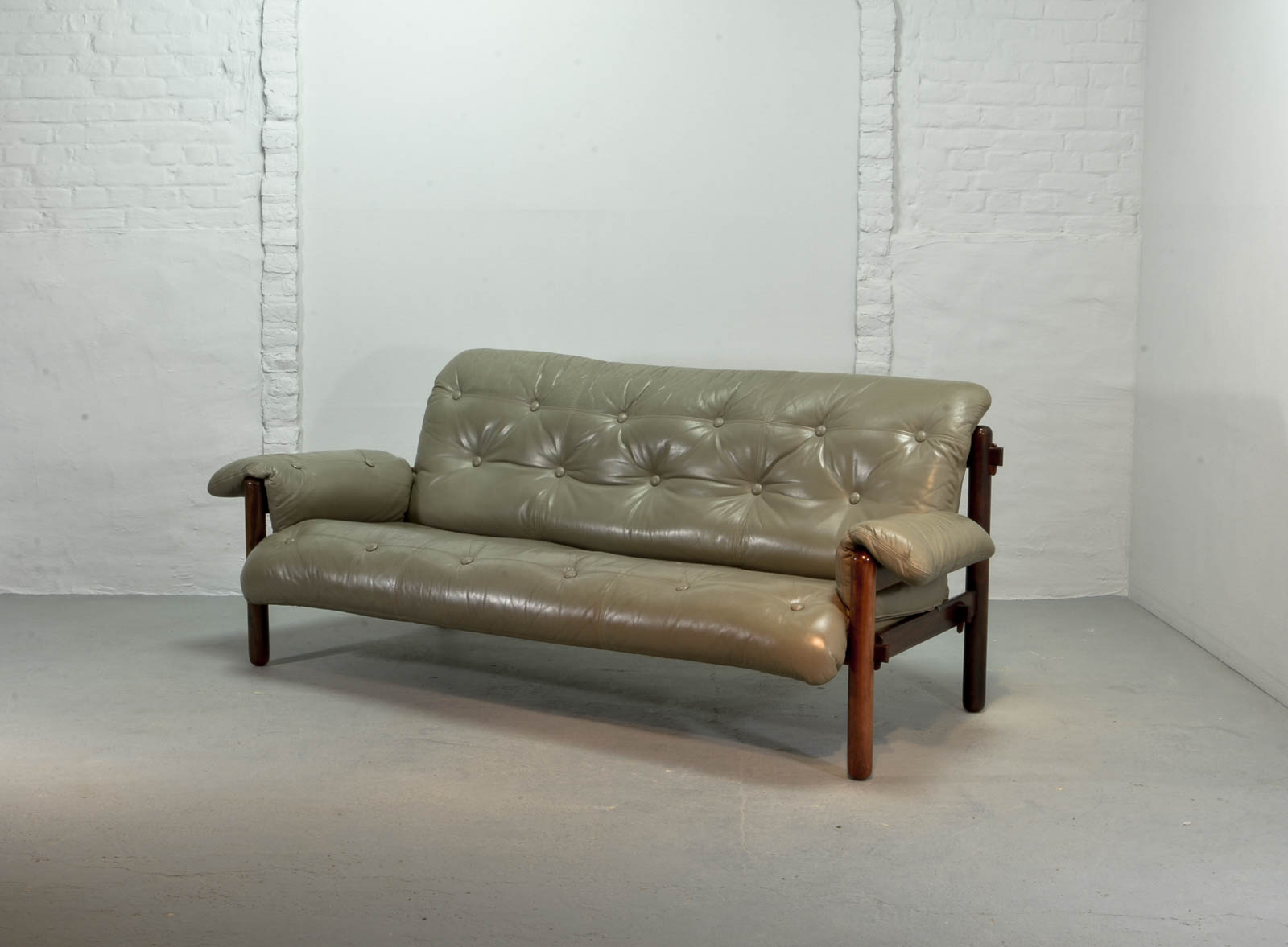 Exquisite Brazilian Leather And Jacarandá Wood Sofa By Jean Gillon For Woodart