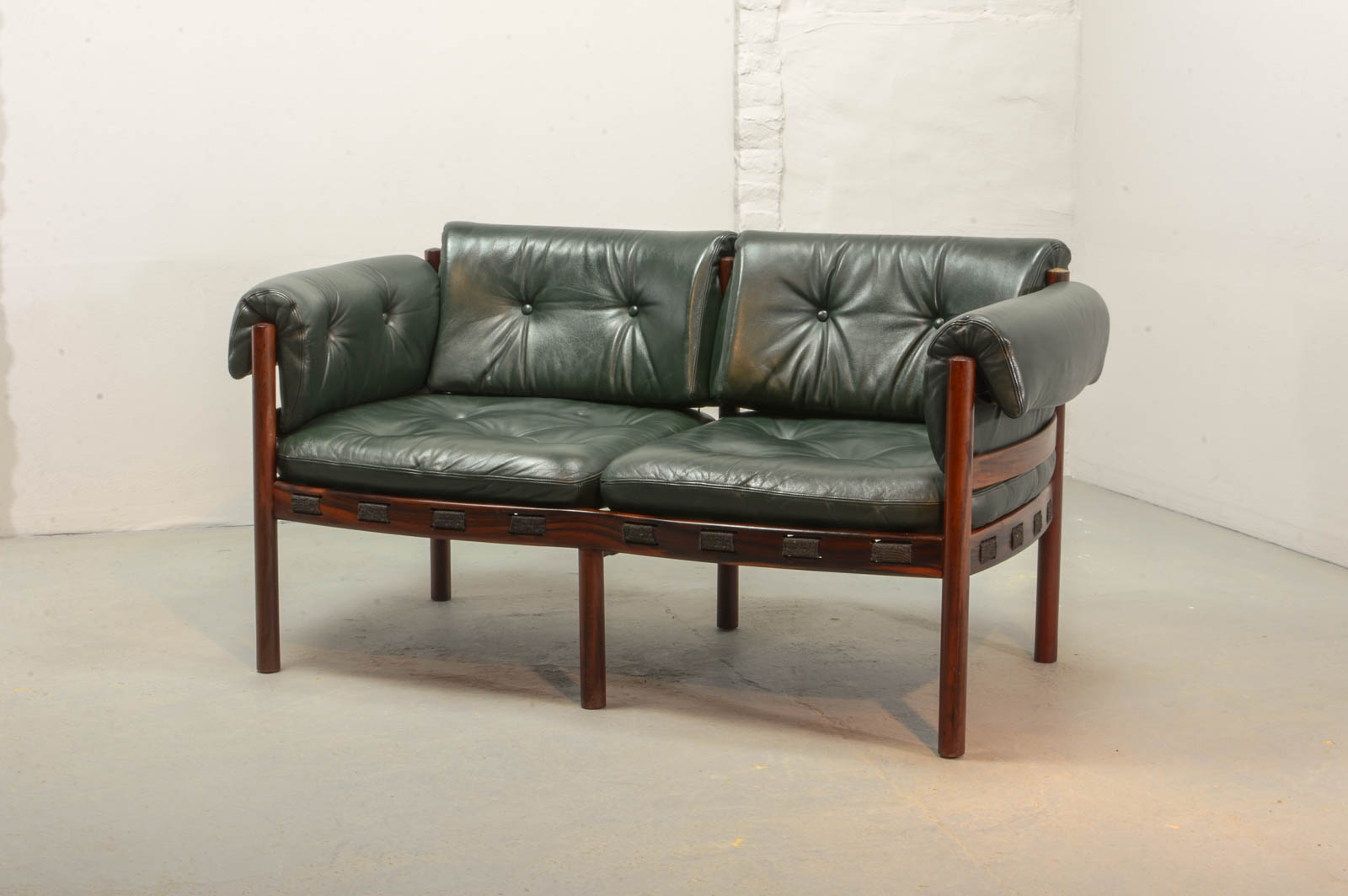 Super Midcentury Two Seat Rosewood And Green Leather Sofa By Arne Gmtry Best Dining Table And Chair Ideas Images Gmtryco