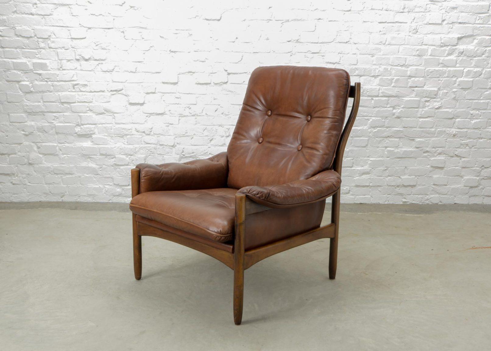 mid century scandinavian design chestnut leather lounge. Black Bedroom Furniture Sets. Home Design Ideas