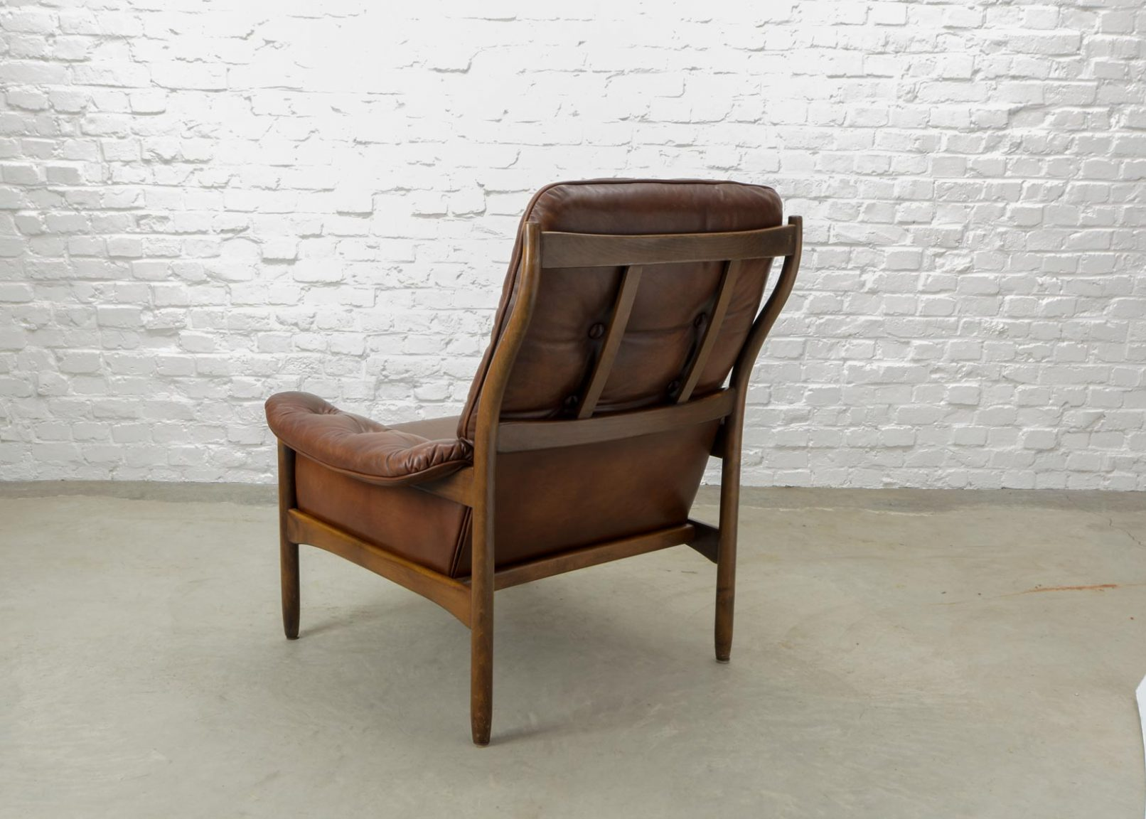 mid century scandinavian design chestnut leather lounge chair by g m bel sweden 1960s. Black Bedroom Furniture Sets. Home Design Ideas