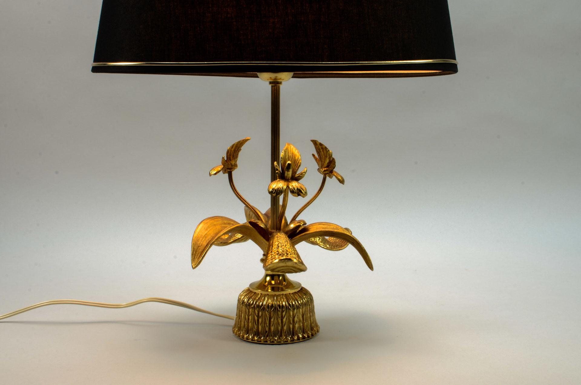 Exclusive Mid Century Design Brass Fleur De Lis Table Lamp
